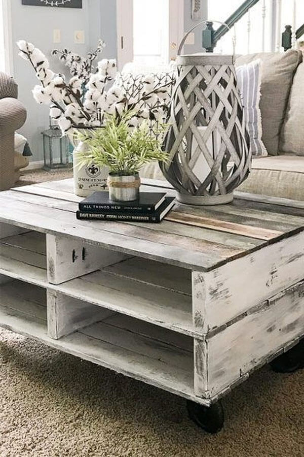 Rustic Farmhouse Pallet Coffee Table with white paint